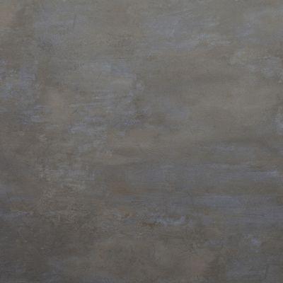 Pilkas betonas, sendinta bronza